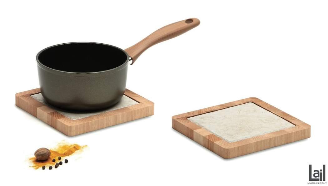 Sottopentola quadrato in faggio cuorato con mattonella in greis porcellanato