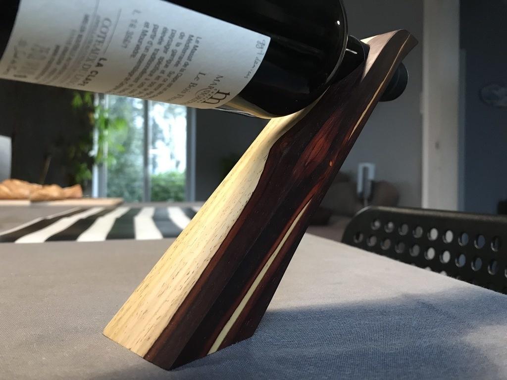 porte bouteille en equilibre par