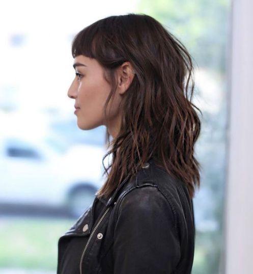 Inspiração corte de cabelo curto em camadas com franja