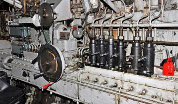 Hinaaja Ajax. Hunab 2-tahti diesel, pyörittää potkuria ilman alennusvaihdetta.