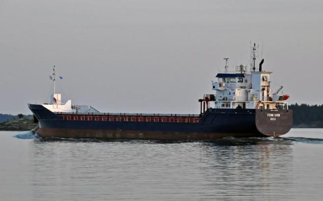 FEHN LYRA. Rakennettu 2010, Intia. 90x14m. Syväys 5,8m. Pääkone 1x MAK 6 M25, 1980 KW. Operointi: Fehn Ship Management, Saksa. Lippu: Latvia