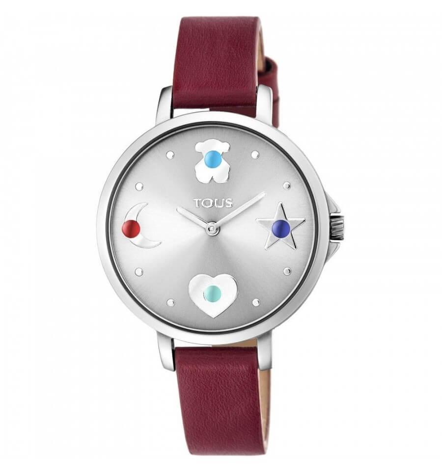Reloj TOUS mujer con correa de piel color rojo . Esfera color plata con un oso, estrella , media luna y corazón con piedra de color