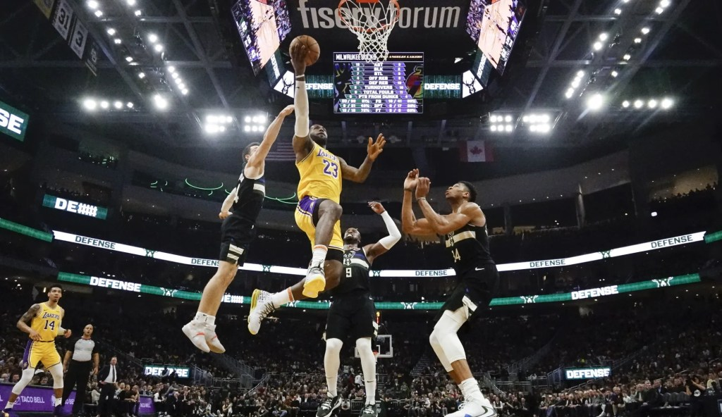LeBron James, Los Angeles Lakers vs Milwaukee Bucks