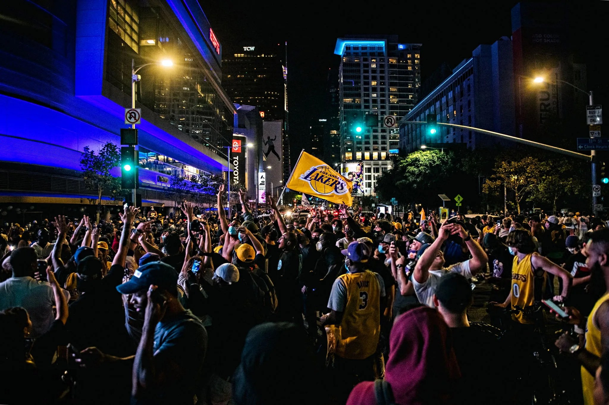 Lakers fans celebrate in front of the Staples Center