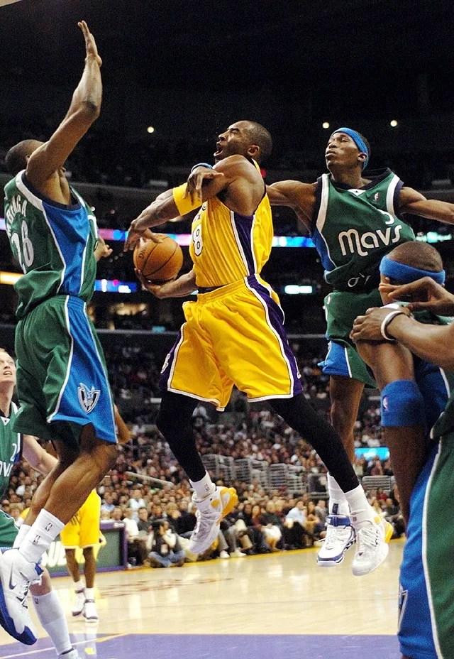 Josh Howard and Kobe Bryant, Los Angeles Lakers vs Dallas Mavericks
