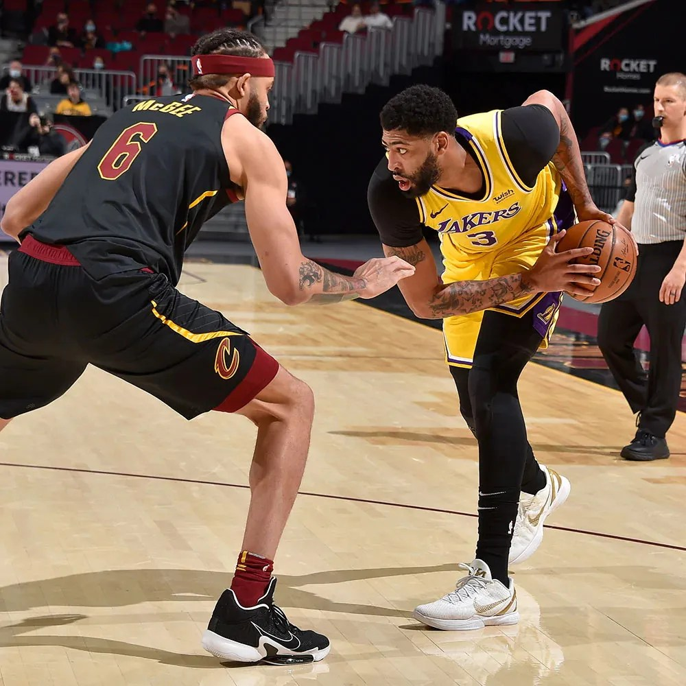 JaVale McGee and Anthony Davis, Los Angeles Lakers vs Cleveland Cavaliers