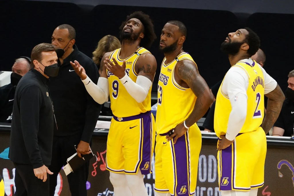 Wesley Matthews, LeBron James and Andre Drummond, Los Angeles Lakers vs Phoenix Suns
