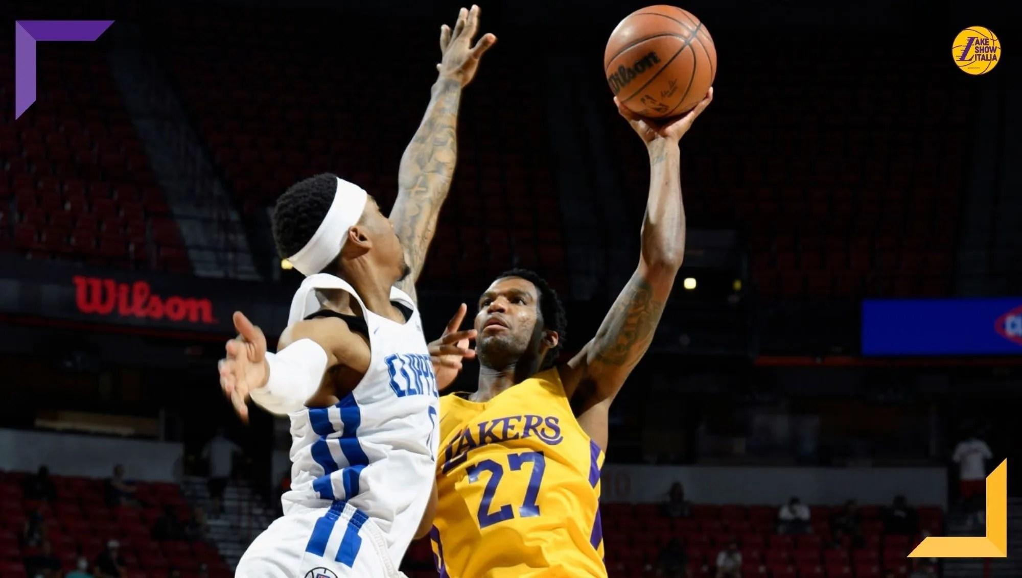 Bel successo per i Los Angeles Lakers, che hanno la meglio sugli L.A. Clippers dopo una gara equilibrata. Nell'ultimo quarto si accende Law.