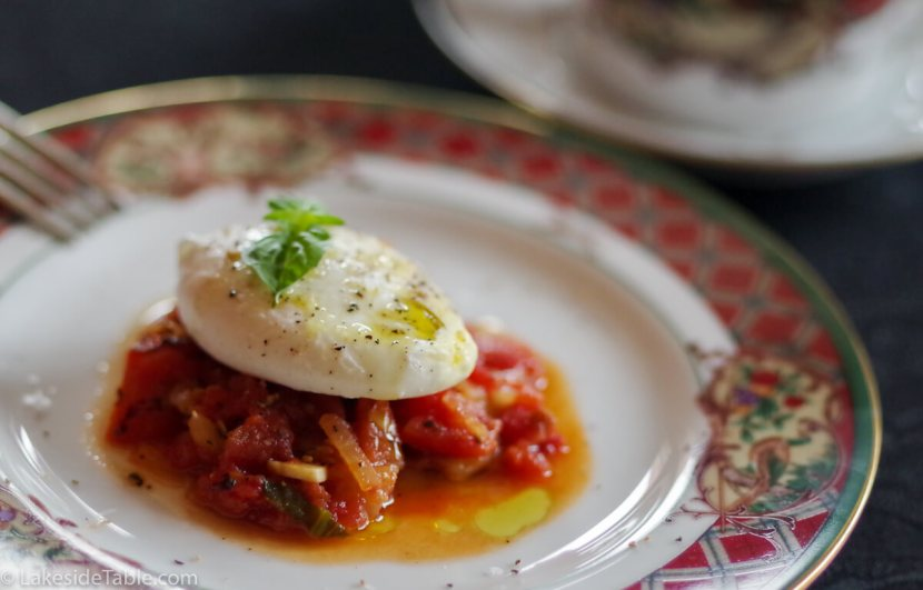 Poached Egg Recipe - Easy, healthy, and delicious! Not to mention a great use for leftovers.   www.lakesidetable.com