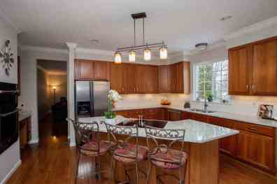 Kitchen w/granite butterfly island