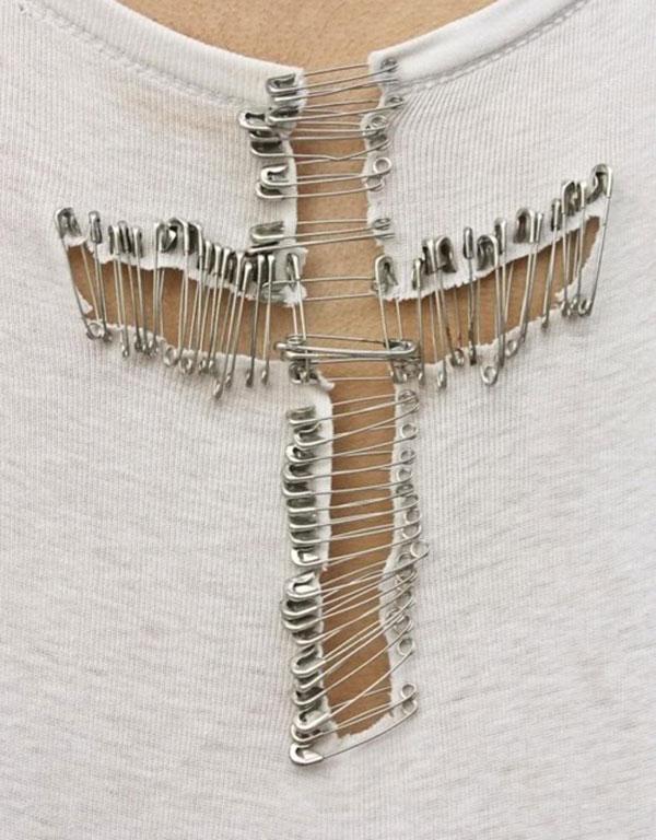Safety-Pin-T-Shirt-DIY_lalalovely