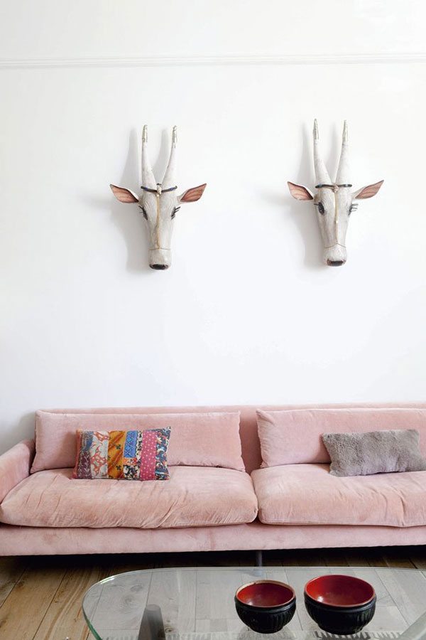 pink-couch_La-La-Lovely
