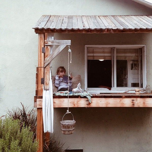 Window Fort via La La Lovely Blog