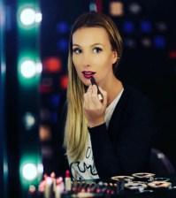 Cláudia Bartelle - Batom Uva