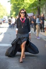 all-black-red-bandana-pendant-white-oxford-slides-tan-slides-ruffled-maxi-dress-milan-fashion-week-street-style-via-hbz