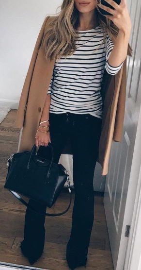Com blusa listrada
