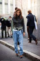 5.-baggy-jeans-with-trendy-accessories