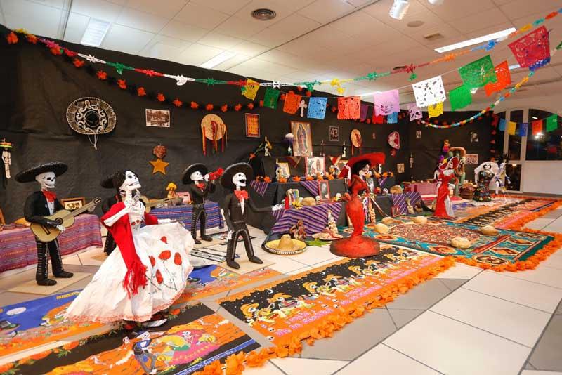 Parte de la cultura de México en la sala de exposiciones de la Casa de Cultura de L'Alfàs