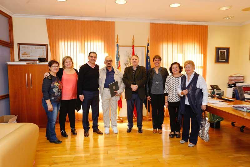 El alcalde felicita a Tomás Melià en su 90 cumpleaños