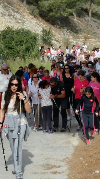 Unas 200 personas participan en la I marcha familiar solidaria de nordik walking a beneficio de Integra