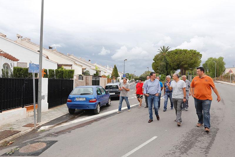 El alcalde se reúne con los vecinos de la Urbanización El Tossalet