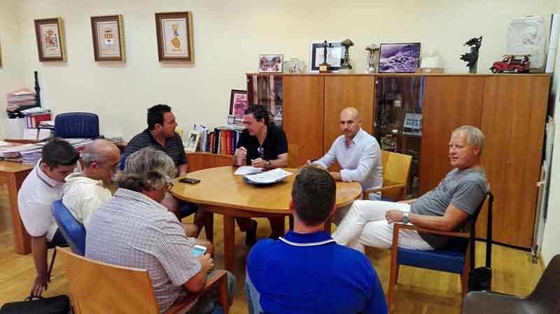 La nueva directiva del fútbol presenta al Alcalde y al Concejal de Deportes el proyecto deportivo para la próxima temporada