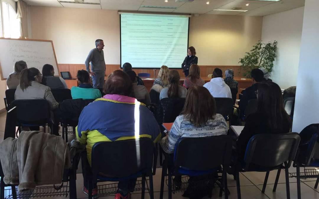 Una treintena de personas participan en la Escuela de Acogida de la Agencia AMICS de l'Alfàs del Pi
