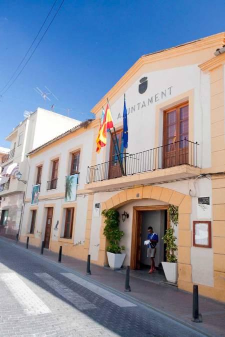 El Ayuntamiento de l'Alfàs abona las ayudas para estudiantes universitarios y de niveles postobligatorios