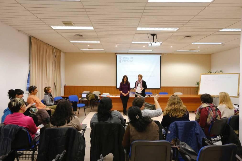 Una veintena de personas asisten al taller sobre prevención de violencia de género entre adolescentes