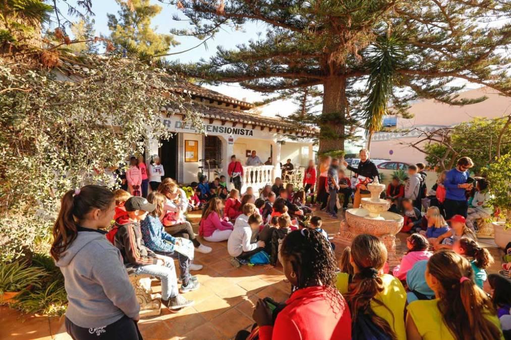 Un centenar de alumnos del CEIP Veles e Vents visitan los árboles singulares del casco urbano