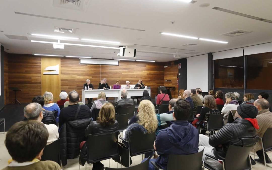 Medio centenar de personas asisten en l'Alfàs a la sesión abierta del seminario sobre Cataluña