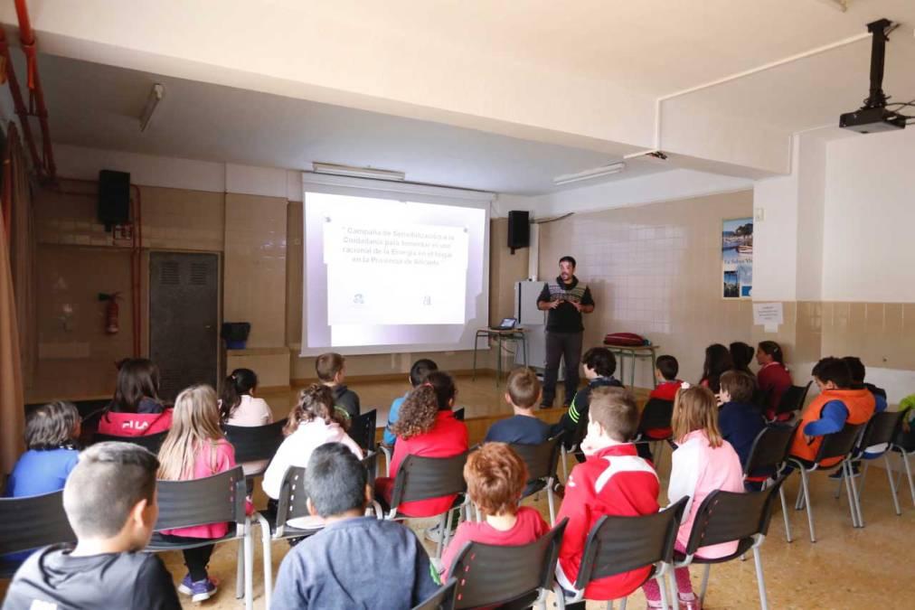 Cerca de 300 alumnos de l'Alfàs del Pi participan en los talleres de consumo racional de la energía