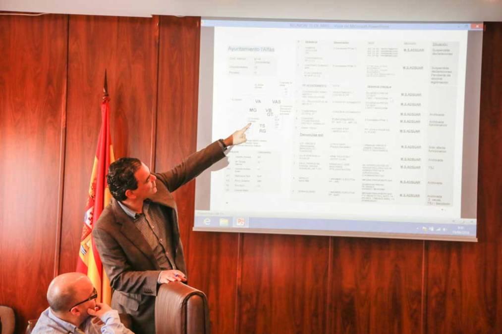 El marido de Maite Huerta denuncia un acuerdo del Pleno de l'Alfàs que su mujer votó a favor