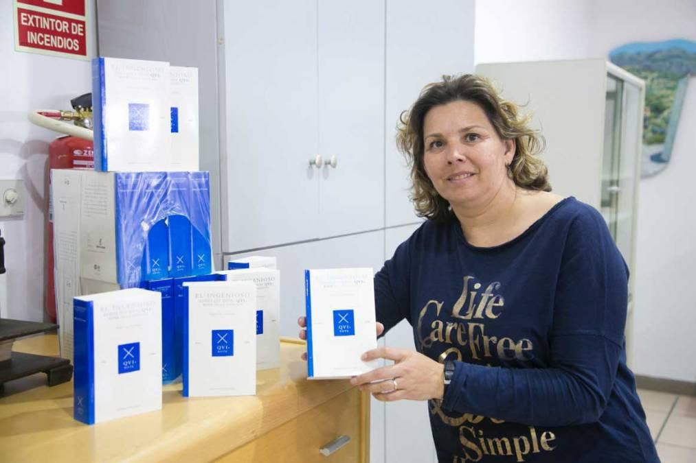 La biblioteca de l'Alfàs del Pi sigue regalando ejemplares del Quijote a sus usuarios