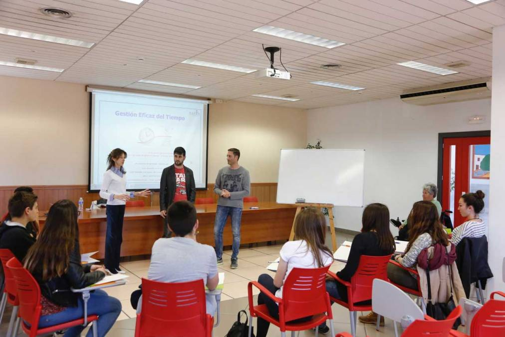Los jóvenes de l'Alfàs aprenden a gestionar de forma eficaz el tiempo