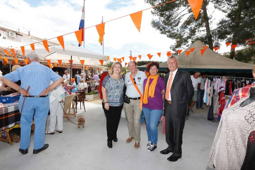 Las colonias de Países Bajos e Inglaterra en l'Alfàs del Pi celebran sus días nacionales