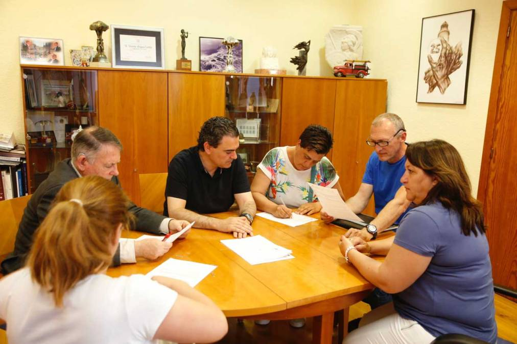 La Asociación de Propietarios de Perros y el ayuntamiento de l'Alfàs del Pi firman un convenio de colaboración