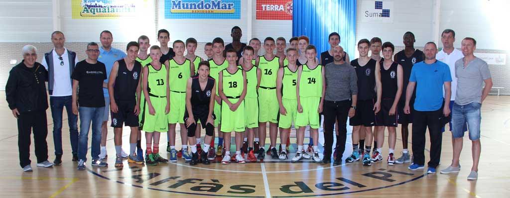 Los equipos cadete de l'Alfàs del Pi y de Ucrania entrenaron ayer en el pabellón Pau Gasol.