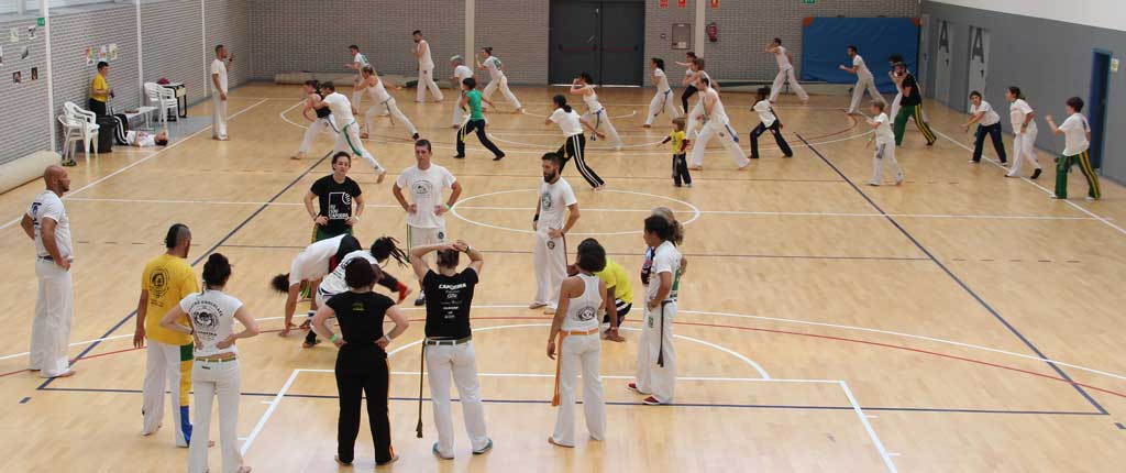 El pabellón Pau Gasol acogió la  concentración internacional de Capoeira y arte popular Oria Zambi