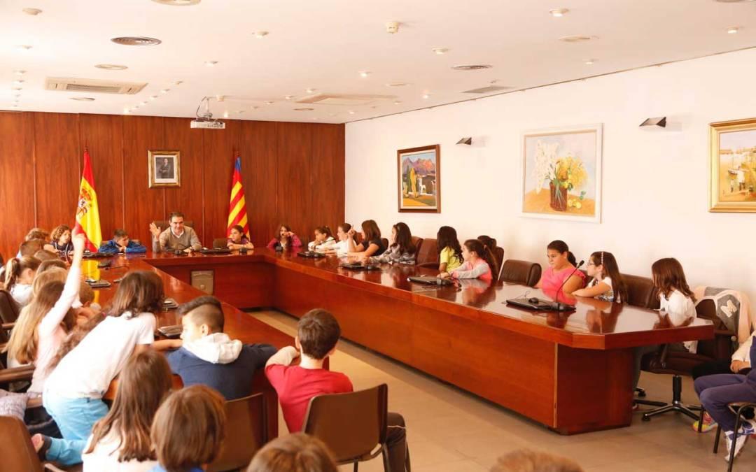 Alumnos del Veles e Vents  visitan el Ayuntamiento de l'Alfàs del Pi