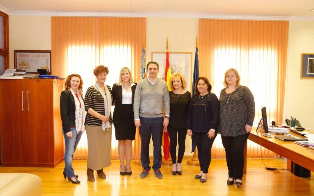 El ayuntamiento de l'Alfàs del Pi renueva su convenio con la asociación de mujeres emprendedoras