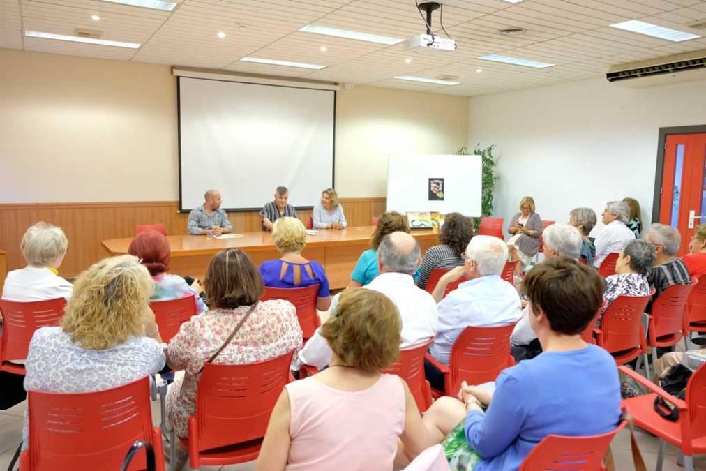 La comunidad uruguaya de l'Alfàs del Pi organiza un recital poético para conmemorar el Día de la Paz