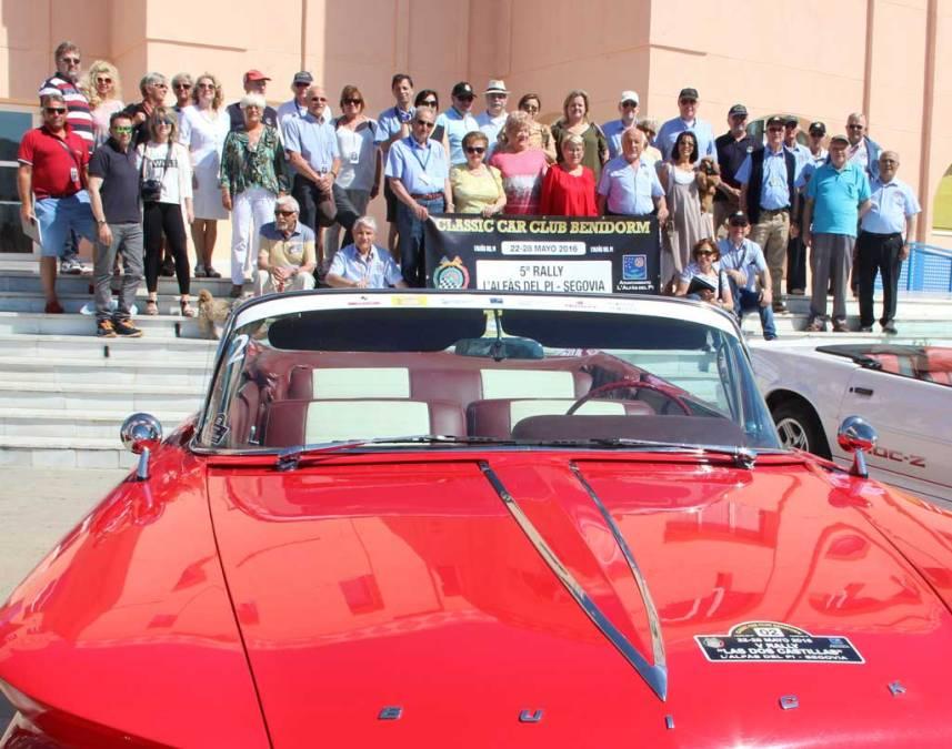 El domingo salió desde la Plaza Juan Carlos I  el V  Rally de coches clásicos  L'Alfàs del Pi – Segovia