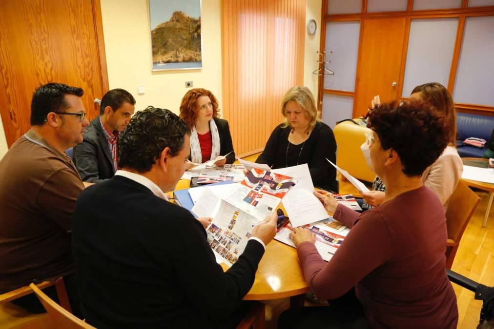 Ultimando detalles para la celebración en l'Alfàs del Día Nacional de Noruega