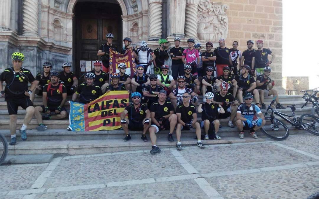 El Club Alfabike de ciclismo ha empezado a organizar jornadas de convivencia realizando rutas fuera de la provincia de Alicante .