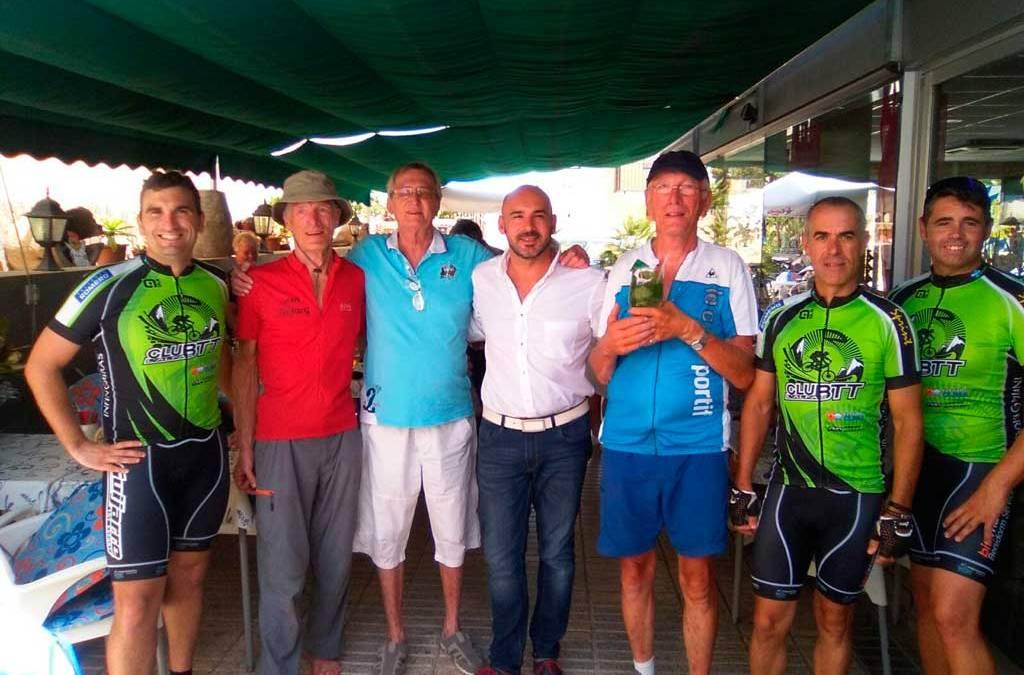Dos hermanos holandeses unen Países Bajos y l'Alfàs del Pi en bicicleta sobre 2.400 kilómetros