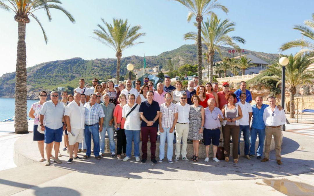 El Ayuntamiento de l'Alfàs celebra con los colectivos de l'Albir los 30 años de Bandera Azul