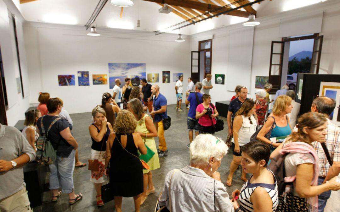 Eliza Roxana Huluban expone sus fotografías artísticas en el Espai Cultural Escoles Velles