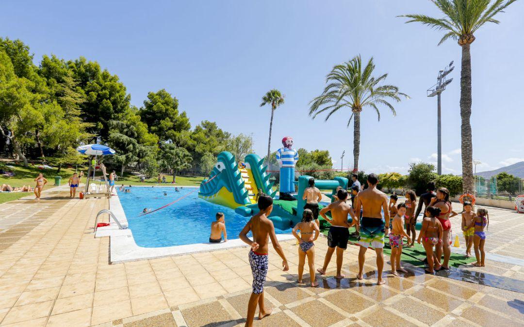 El 'Cole' de Verano se despide de los niños alfasinos con una fiesta acuática