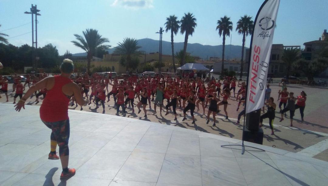 Mas de 200 personas han participado en la 2ª Maratón de Zumba en l'Alfàs del Pi a beneficio del centro Doble Amor.